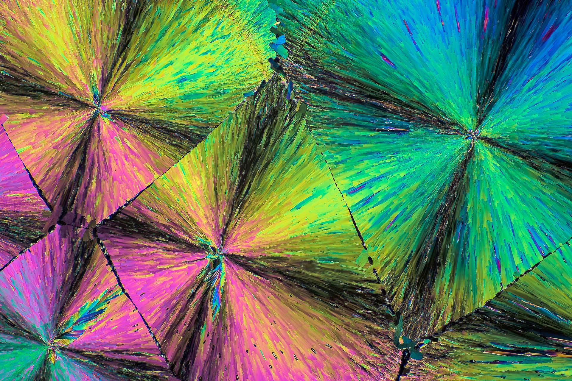 Paracetamol in einer Vergrößerung von 120:1, Mikro Kristall im polarisierten Licht.